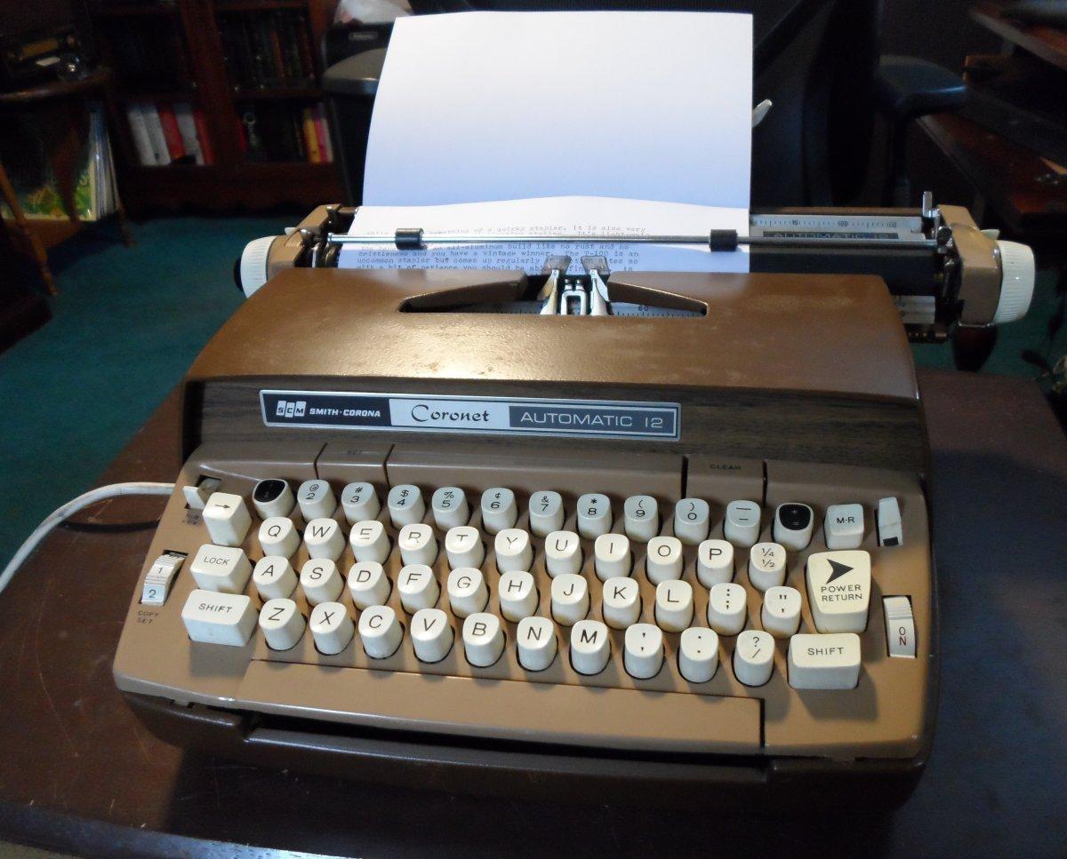 SCM Coronet Automatic 12 typewriter sm